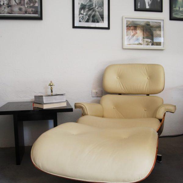 Poltrona Charles Eames bege