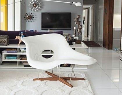 Veja a história da La Chaise do casal Eames